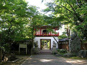 300px-Tohganji-Temple's_Belfry_gate